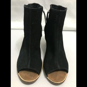 TOMS open toe wedges black zipper closure size 10